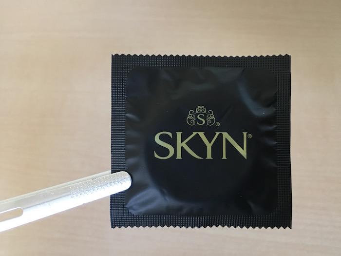 SKYN(Lサイズ)の個包装オモテ側
