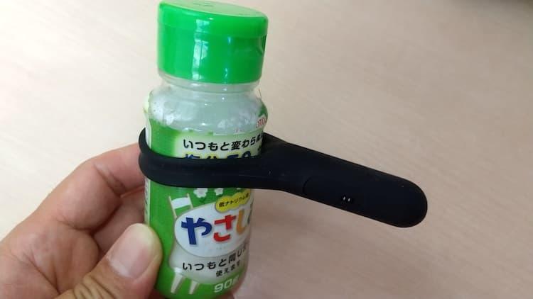 塩の瓶にTENGA SVR PLUSを装着したところ