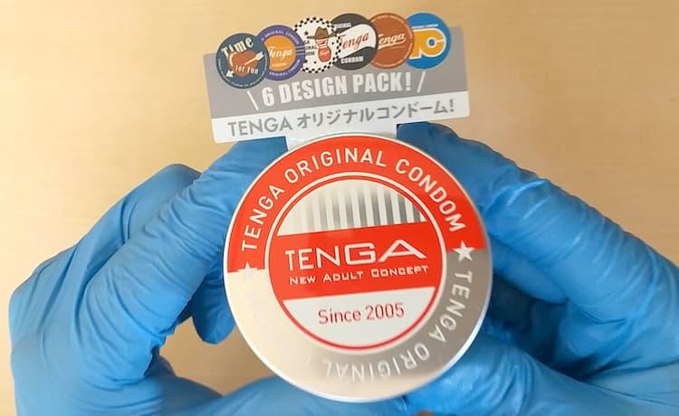 TENGAオリジナルコンドームのアルミ缶を手に持ったところ