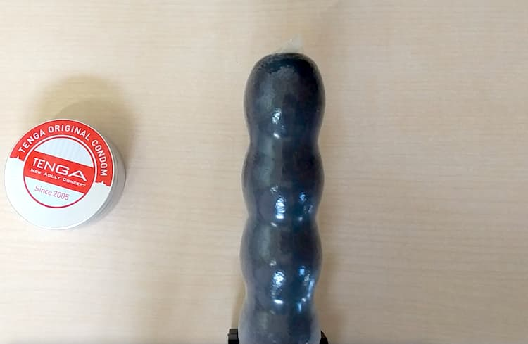 TENGAオリジナルコンドームの装着イメージ写真